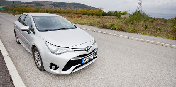 toyota-avensis-front