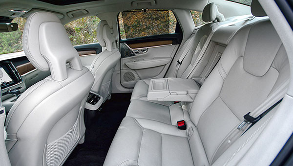 volvo-s90-interior-rear
