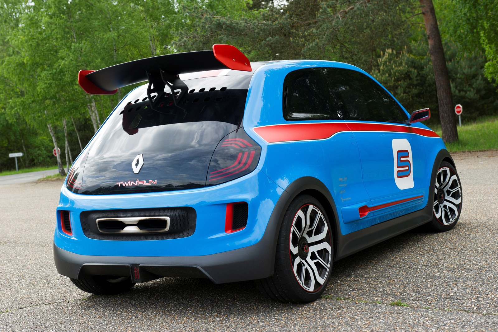 Renault-TwinRun-Concept-47[2]