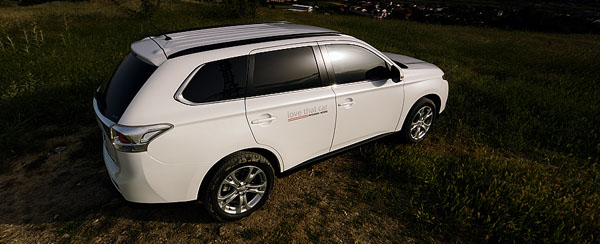 mitsubishi-outlander-rear-side