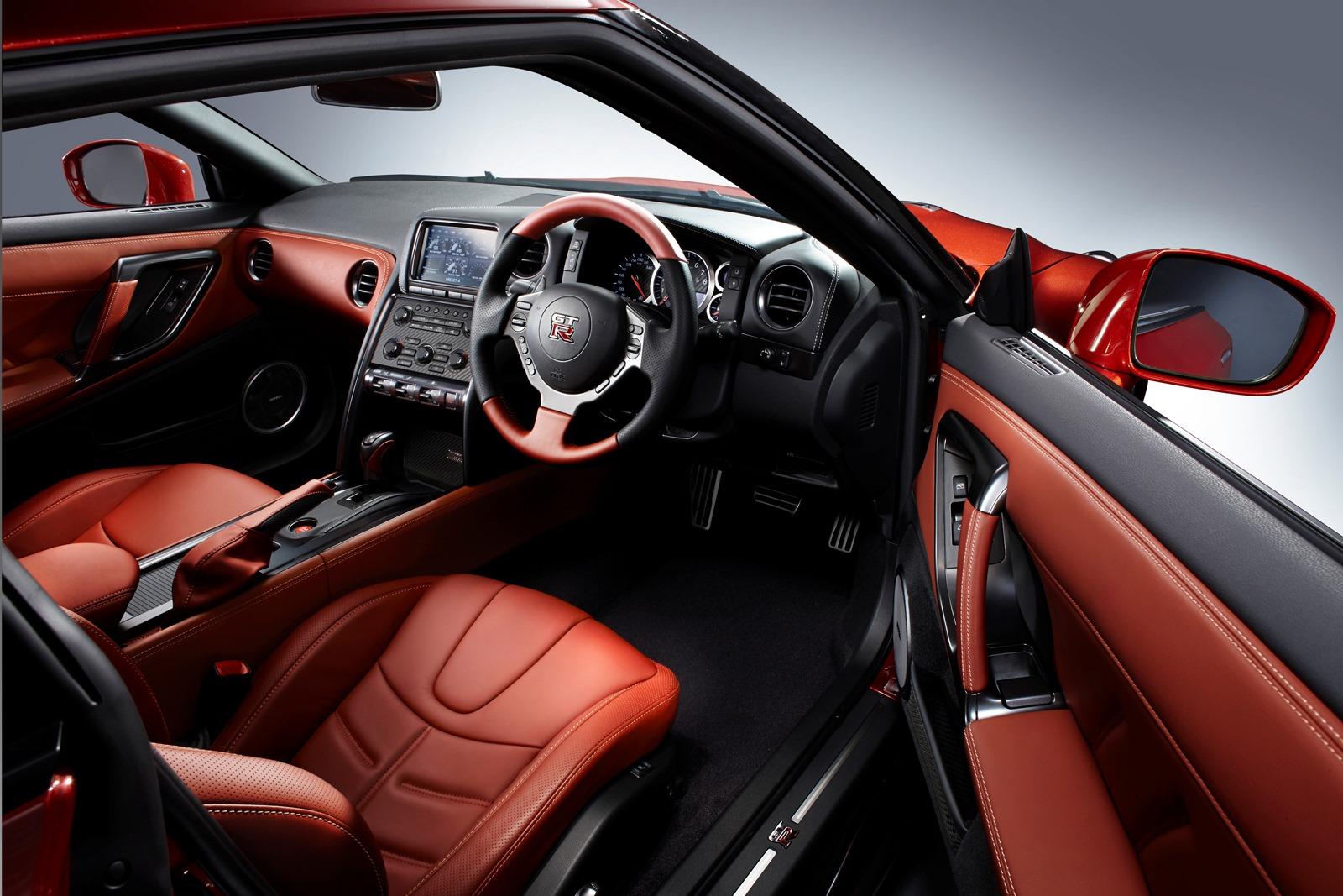 2014-Nissan-GT-R-JDM-spec-11[3]