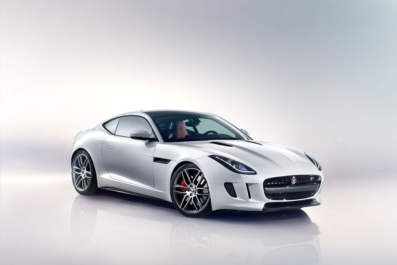 New-Jaguar-F-Type-Coupe-32[2]