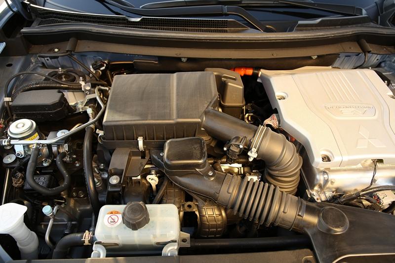 Mitsubishi Outlander PHEV detail (4)
