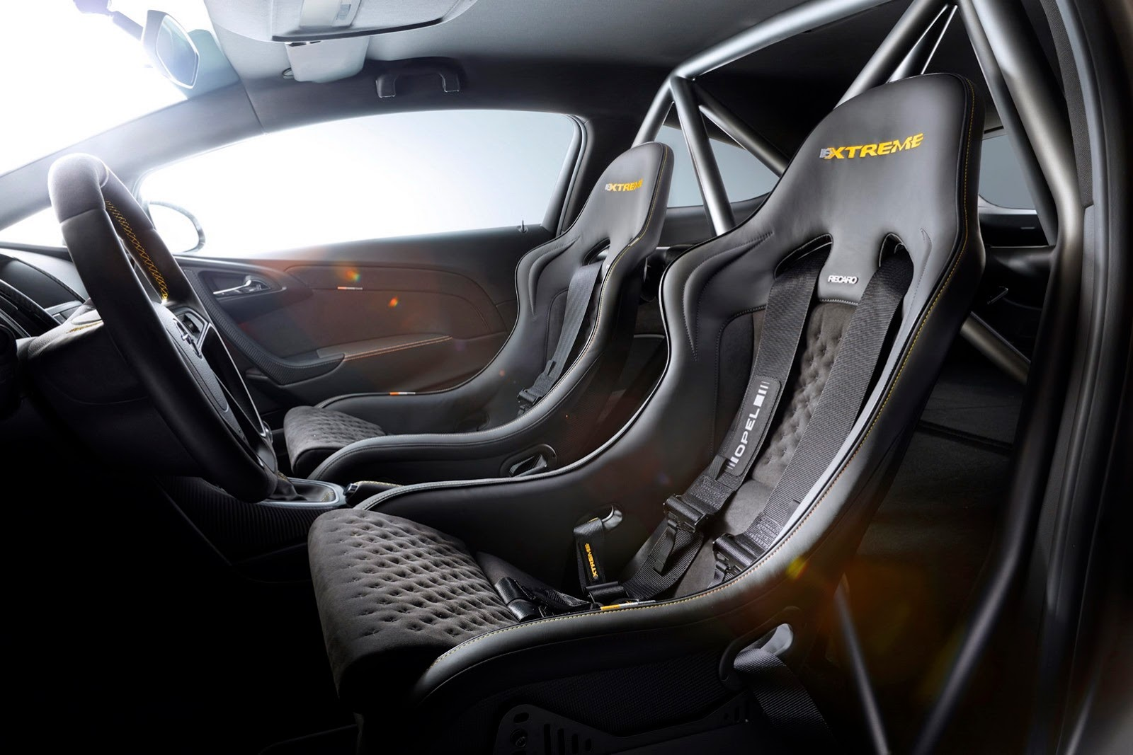 Opel-Astra-OPC-Extreme-7[2]