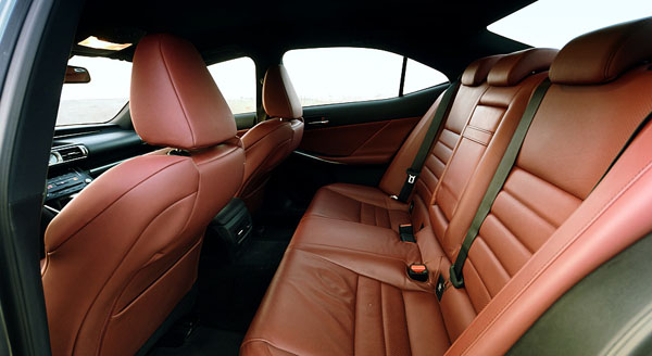 lexus-is300-interior-rear
