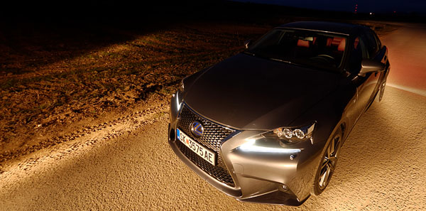 lexus-is300h-front-dark