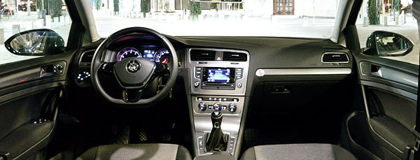 volkswagen-golf-interior1