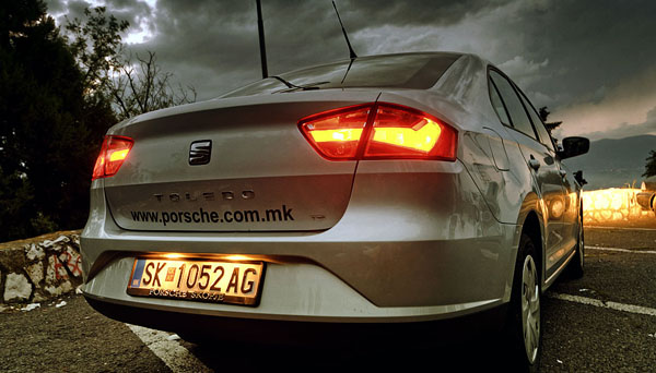 seat-toledo-rear-lights