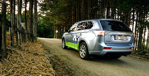 mitsubishi-outlander-phev-bottom-rear-final