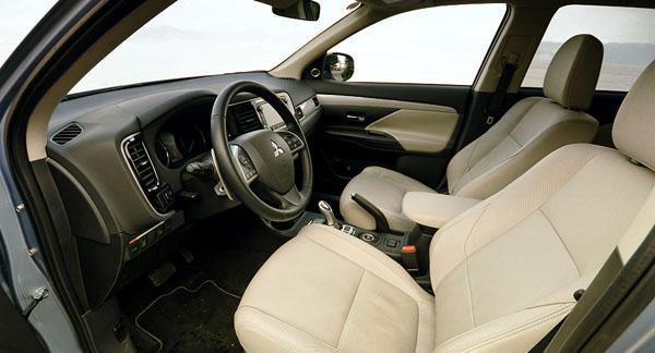 mitsubishi-outlander-phev-interior1