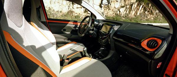 toyota-aygo-interior-front2