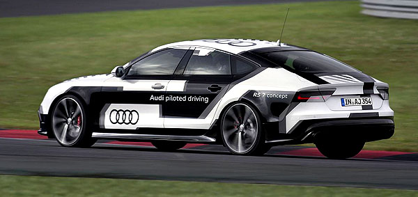audi-rs7-piloted-side