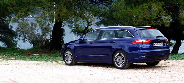ford-mondeo-estate-rear