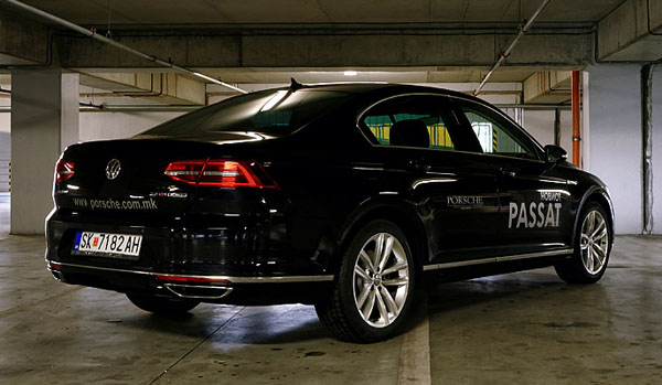 volkswagen-passat-side-rear2