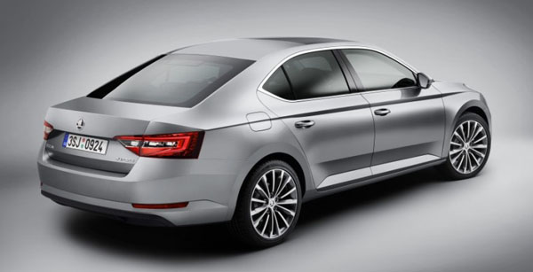 skoda-superb-rear