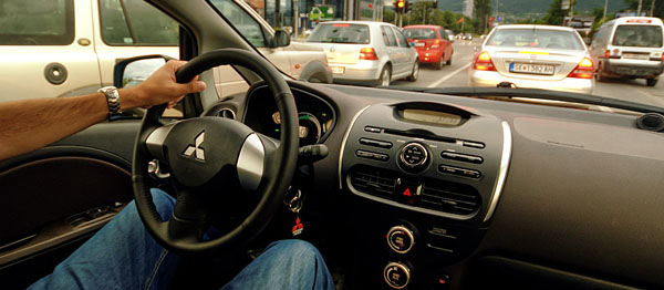 mitsubishi-i-miev-driving