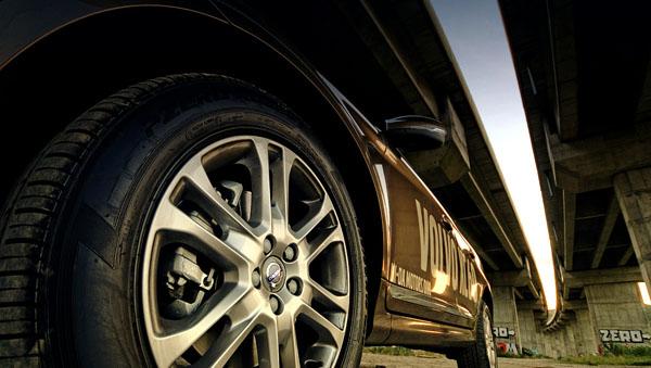 volvo-xc60-front-under