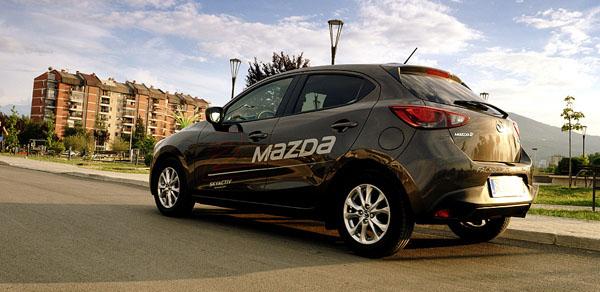 mazda-2-side-rear