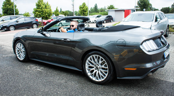 ford-mustang-convertible-side