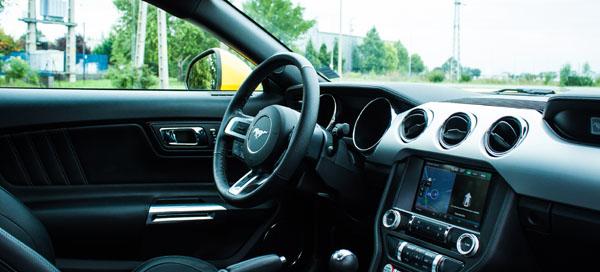 ford-mustang-v8-interior1
