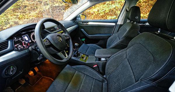 skoda-superb-carclub-interior-front