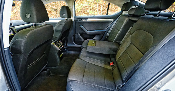 skoda-superb-carclub-interior-rear