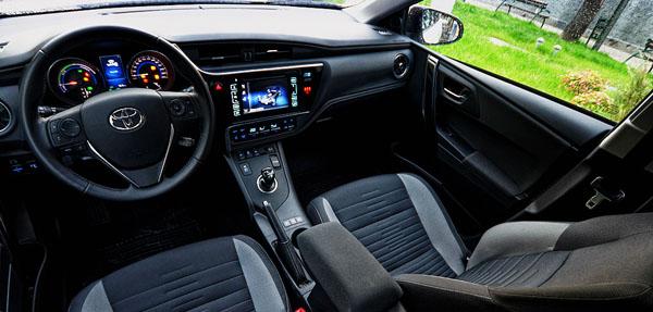 toyota-auris-hybrid-carclub-interior1