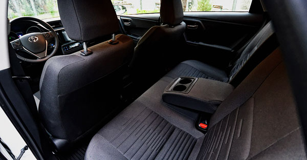 toyota-auris-hybrid-carclub-interior2