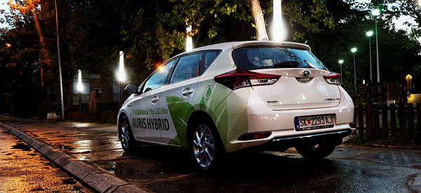 toyota-auris-hybrid-carclub-rearside