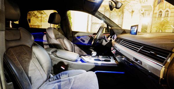 audi-q7-carclub-frontseats