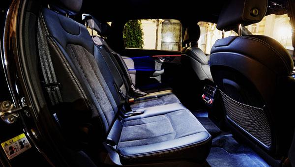 audi-q7-carclub-rearseats