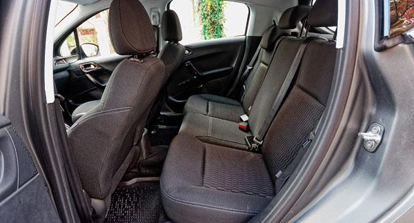 peugeot-208-carclub-interior3