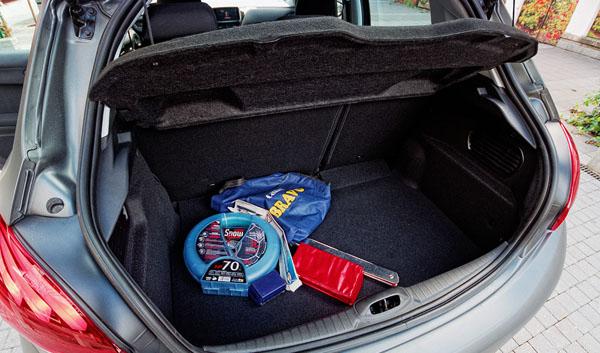 peugeot-208-carclub-trunk
