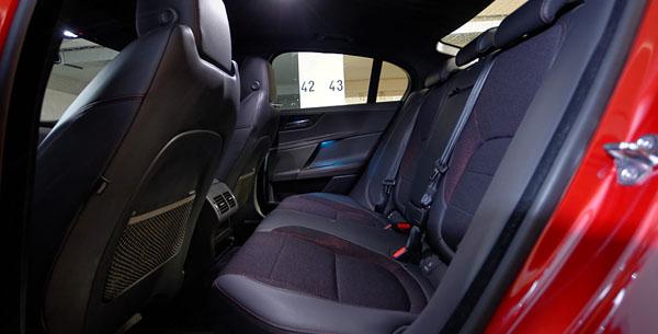 jaguar-xe-carclub-interior3