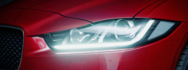 jaguar-xe-carclub-rear-headlight