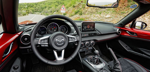 mazda-mx5-carclub-interior-dash