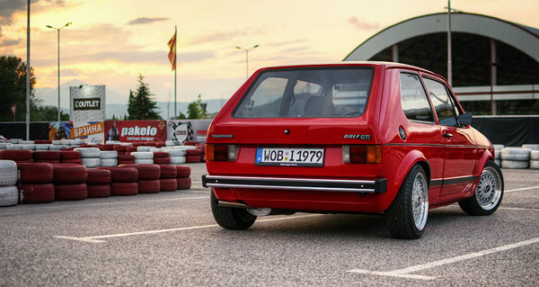 avtobiografija-vw-golf-rear