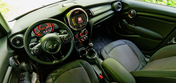 mini-cooper-5door-carclub-interior2
