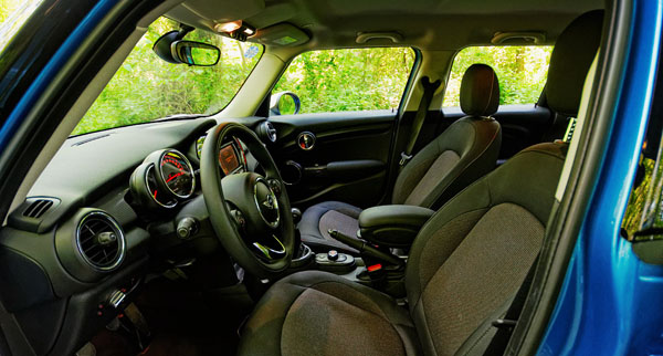 mini-cooper-5door-carclub-interior3