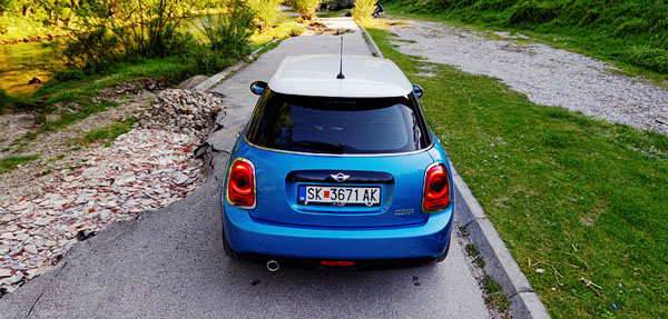 mini-cooper-5door-carclub-rear