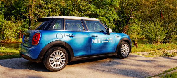 mini-cooper-5door-carclub-siderear