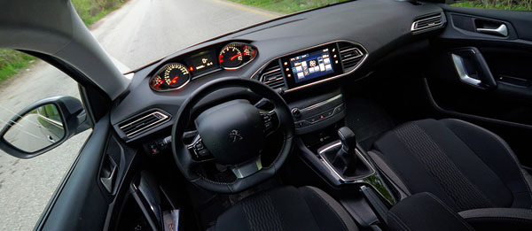 peugeot-308-style-carclub-interior1