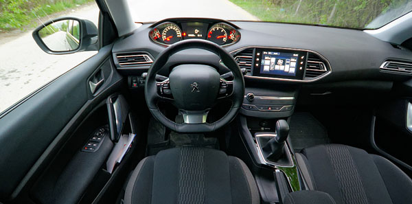 peugeot-308-style-carclub-interior2