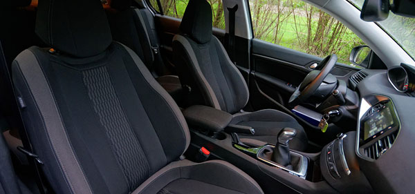 peugeot-308-style-carclub-interior3