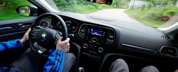 renault-megane-interior-drive