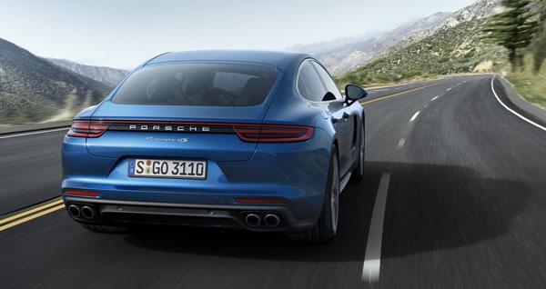panamera-blue-rear