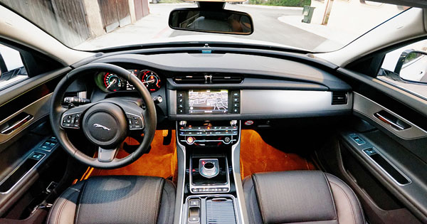 jaguar-xf-interior-front1