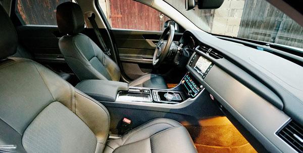 jaguar-xf-interior-front2