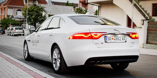 jaguar-xf-rear3