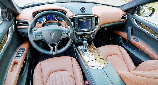 maserati-ghibli-s-q4-interior-front